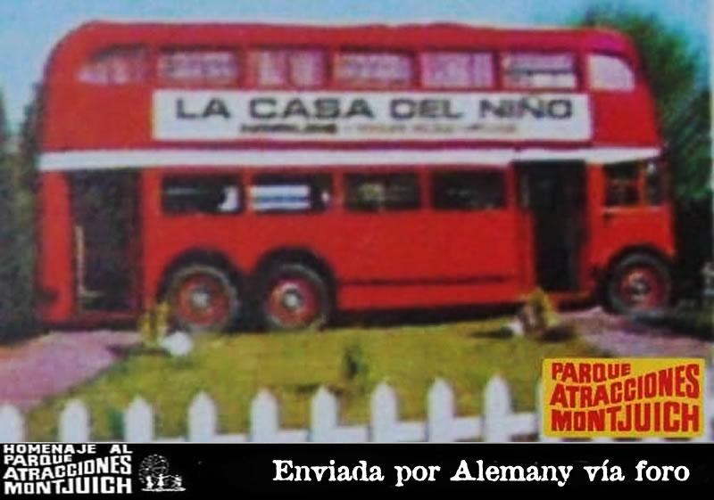 El trolebús rojo del Parque de Atracciones de Montjuic