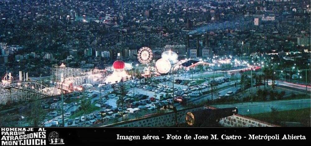 Vista nocturna del Parque de Atracciones Montjuic